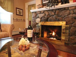 Glynn House Inn: Roosevelt Luxury Suite - New Hampton vacation rentals