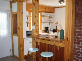 Cozy 1 bedroom Cottage in Wolfville with Deck - Wolfville vacation rentals