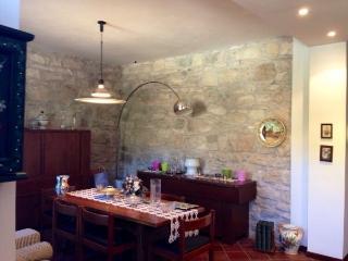 Casa Elegante Indipendente con Giardino - Acquasanta Terme vacation rentals