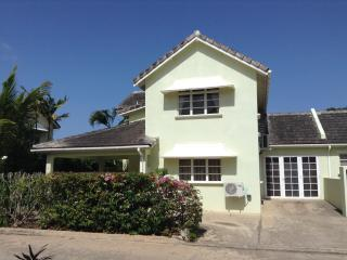 3 Bedroom Townhouse in Great Location - Enterprise vacation rentals