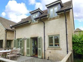 RIVERVIEW, on edge of waterside development, en-suite, woodburner, parking, garden, in Stroud, Ref 926628 - Somerford Keynes vacation rentals