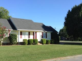Beautiful Home Minutes from Nashville and MTSU - Murfreesboro vacation rentals