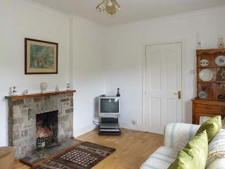 GLENVEAGH COTTAGE, detached, two sitting rooms, solid fuel stove, open fire, pet-friendly, near Letterkenny, Ref 928209 - Letterkenny vacation rentals