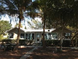 Shady Palms - Real Beachfront - Gulf of Mexico - Holmes Beach vacation rentals