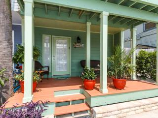 """""""13 GulfBreeze Court"""" Completely Renovated Townhome close to the Jetties, Snorkel and Fishing Paradi - Destin vacation rentals"""