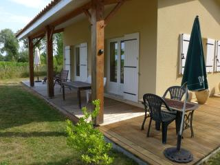 Charming 1 bedroom Blaignan Gite with Balcony - Blaignan vacation rentals
