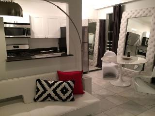Junior Suite on Lincoln Road, for up to 4 - Florida vacation rentals