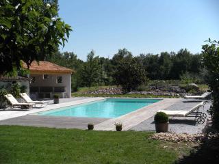 Chambre d'Hôtes, Table d'Hôtes, La FREJADE - Montans vacation rentals