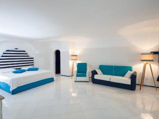 Capri Suite Privilege con vasca idromassaggio - Island of Capri vacation rentals