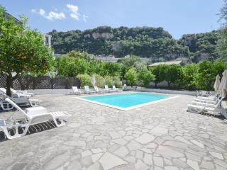 APPARTAMENTO IL GIARDINO B - Sorrento vacation rentals