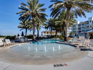 Bayside, dog-friendly condo w/shared hot tub & pool- walk to beach & Beach Club! - Galveston vacation rentals