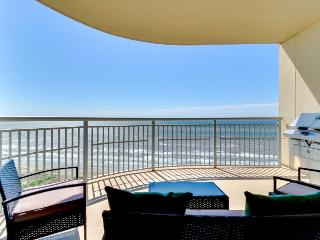 Luxury beachfront condo with amazing views & shared hot tubs, pools & more! - Crystal Beach vacation rentals