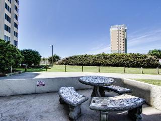 Cozy efficiency condo w/ kitchen, near the Gulf of Mexico - Panama City Beach vacation rentals