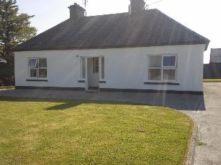 Farm Cottage in Country Area, Claremorris, Mayo - Claremorris vacation rentals
