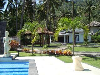 Beautiful 2 bedroom Villa in Mangsit with Internet Access - Mangsit vacation rentals
