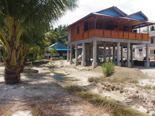 Cozy Bungalow with Deck and Short Breaks Allowed - Nias Island vacation rentals