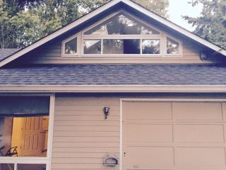 Convenient, Cozy Kirkland home close 2 everything! - Kirkland vacation rentals