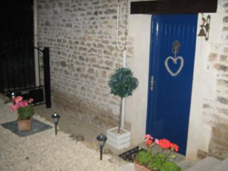Charming Barn with Satellite Or Cable TV and Outdoor Dining Area in Sauze-Vaussais - Sauze-Vaussais vacation rentals