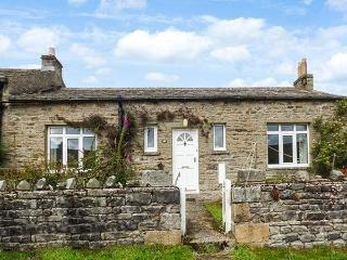 AROS, end-terrace, open fire, dog-friendly, near Reeth, Ref 923134 - Reeth vacation rentals