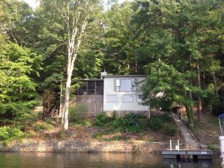 Beautiful 2 bedroom Cottage in Robbinsville - Robbinsville vacation rentals