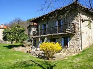 COUNTRY APARTMENT WITH POOL - Cortemilia vacation rentals