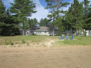 2 bedroom House with Internet Access in Black River - Black River vacation rentals