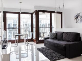 Accommodo Giełdowa Warsaw City Apartment - Warsaw vacation rentals