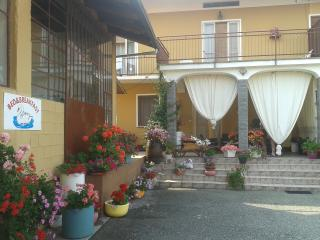 Bed & Breakfast Il Cigno - Benna vacation rentals
