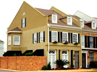 The French Townhouse, a luxury 4 bedroom property. - Biloxi vacation rentals