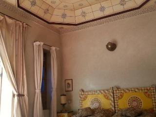 Yellow room for 3 people riad Puchka Marrakech - Marrakech vacation rentals