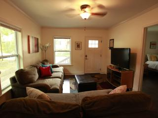 3BR/2BA Adorable Bungalow 3Min from Airport - Hapeville vacation rentals