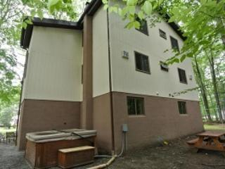 Spacious House with Deck and Internet Access - Stroudsburg vacation rentals