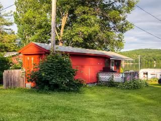 Nice House with Garden and Waterfront - Hubbardton vacation rentals