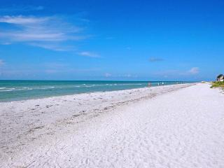 Beautiful 2 bedroom Sanibel Island Apartment with Internet Access - Sanibel Island vacation rentals