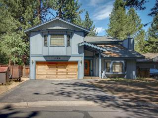 Dog-friendly retreat w/ private hot tub, deck, and large yard - plenty of charm! - South Lake Tahoe vacation rentals