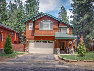A private hot tub, a landscaped yard & a game room with foosball and pool! - South Lake Tahoe vacation rentals