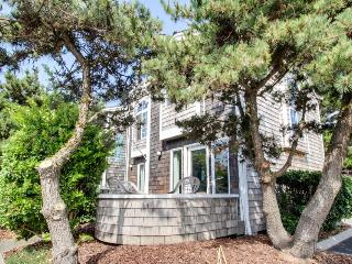 Bright & intimate dog-friendly oceanside home - walk to beach! - Cannon Beach vacation rentals