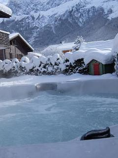 Comfortable 4 bedroom Chamonix Chalet with Internet Access - Chamonix vacation rentals
