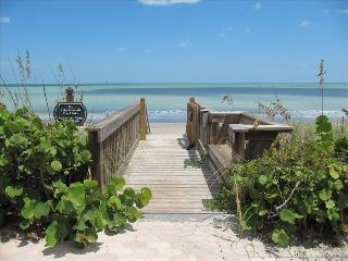 SPACIOUS CONDO STEPS FROM THE BEACH - Vero Beach vacation rentals