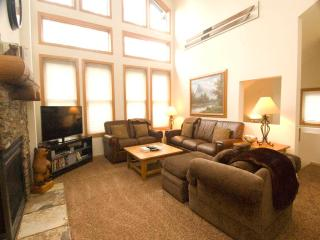 Bright Condo with Deck and Internet Access - Mammoth Lakes vacation rentals