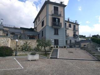 Appartamento in parco prestigioso con vista mare - Pozzuoli vacation rentals