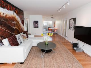 HUGE NEW Modern 2 Bdrm+HOLLYWD+WIFI+HDTV+A/C+PRKG - Los Angeles vacation rentals