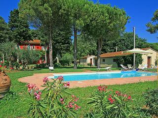 villa esclusiva in Toscana Tenuta la Valle 12 pax - Vada vacation rentals