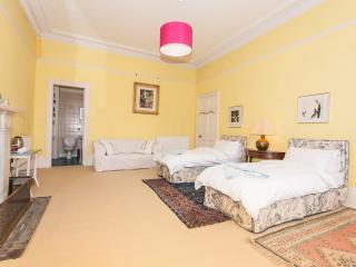 Winter Cherry - yellow room - Edinburgh vacation rentals