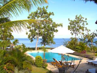 Kundalini Beachfront House 'Cantik' with priv cook - Seririt vacation rentals