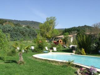 gite t4 meubles en campagne avec piscine l - Manosque vacation rentals