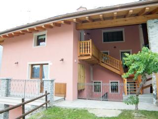 Bright 2 bedroom Aymavilles Condo with Internet Access - Aymavilles vacation rentals