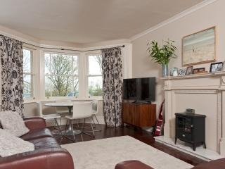 Beautiful 3 bedroom Tynemouth Apartment with Internet Access - Tynemouth vacation rentals
