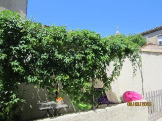 Gîte St.Christophe,12 Km Avignon,Provence Alpilles,Arles,Nîmes,Baux de Provence. - Boulbon vacation rentals