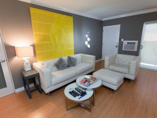 Hollywood New Modern +1bedrm+3 beds+WiFi+HDTVs+AIR - Los Angeles vacation rentals